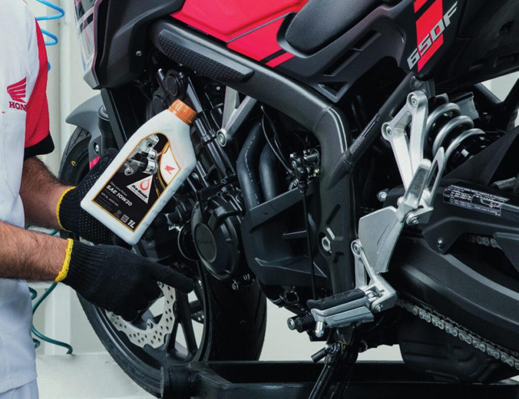 Qual o melhor óleo para sua moto? Semi sintético, sintético ou mineral